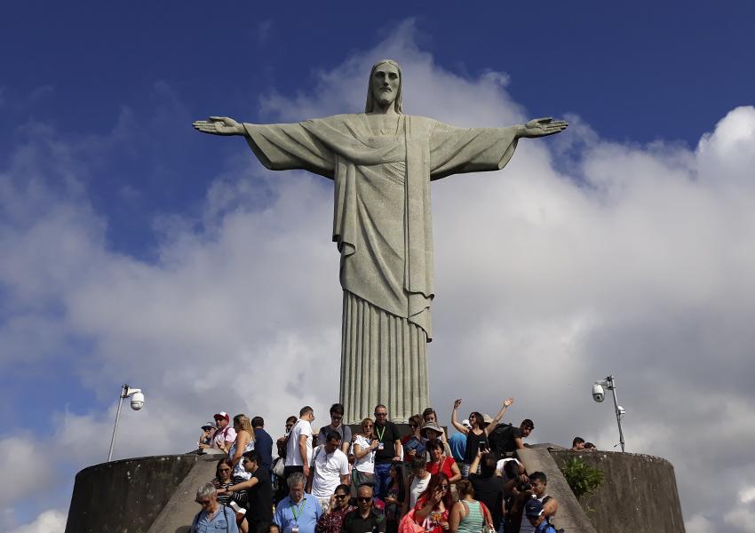 Cristo Redentor: Lotado de turistas de todos os cantos do mundo.