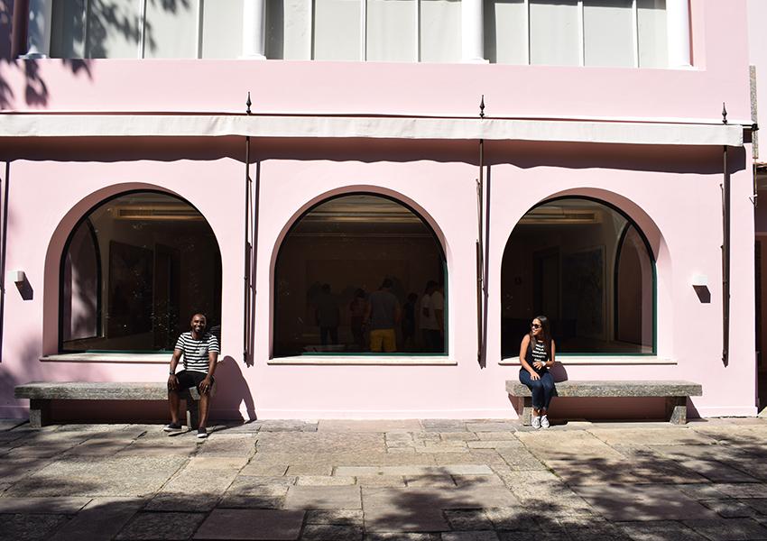 Ainda do lado de fora da Casa Roberto Marinho